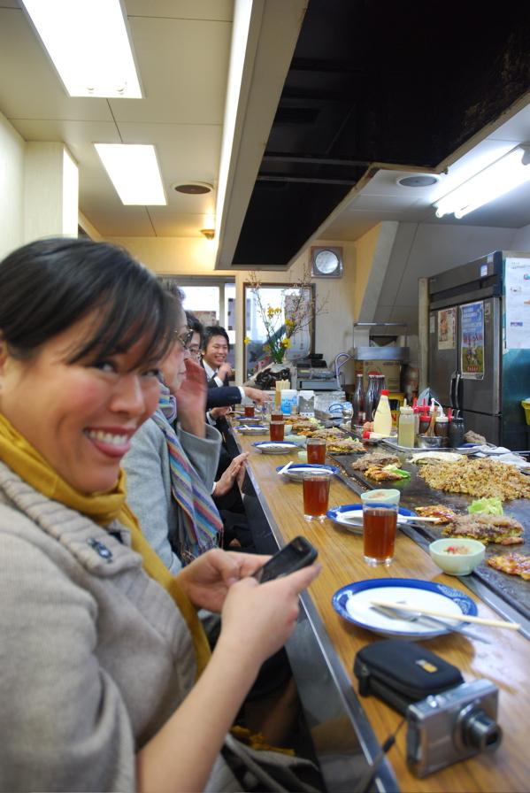 Lee ann eating and tweeting