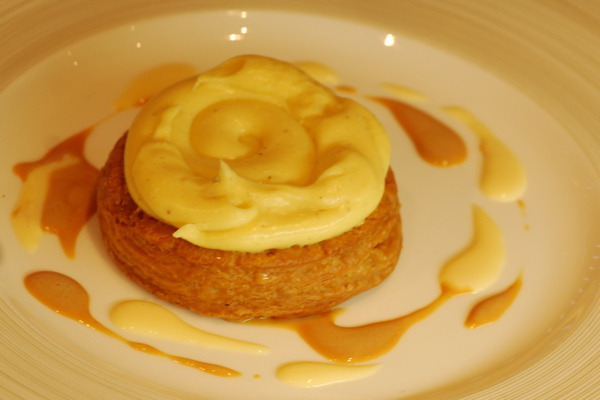 Tt - puff and cream on plate