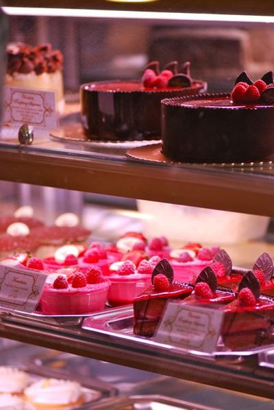 Pastry display1