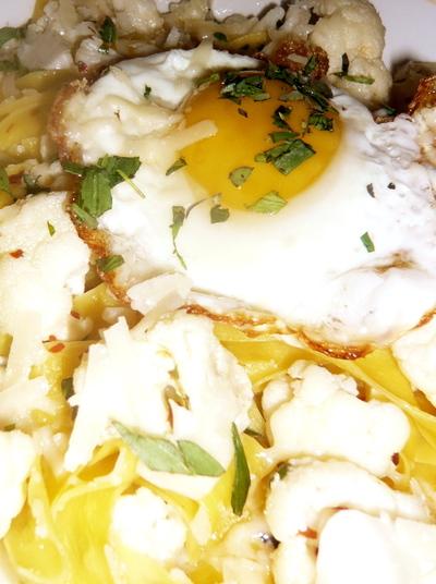 Egg_on_pasta_2